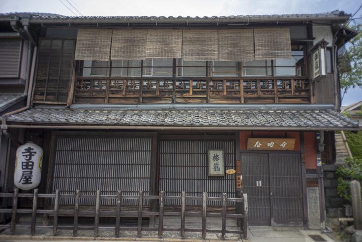 寺田屋入口前引き