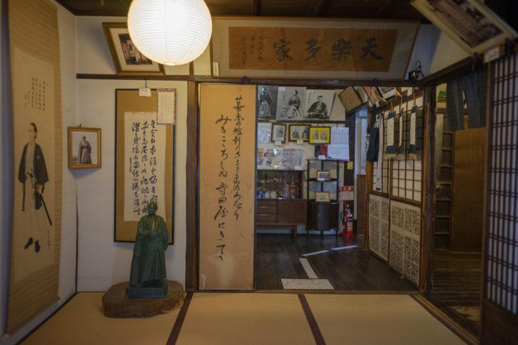 寺田屋玄関