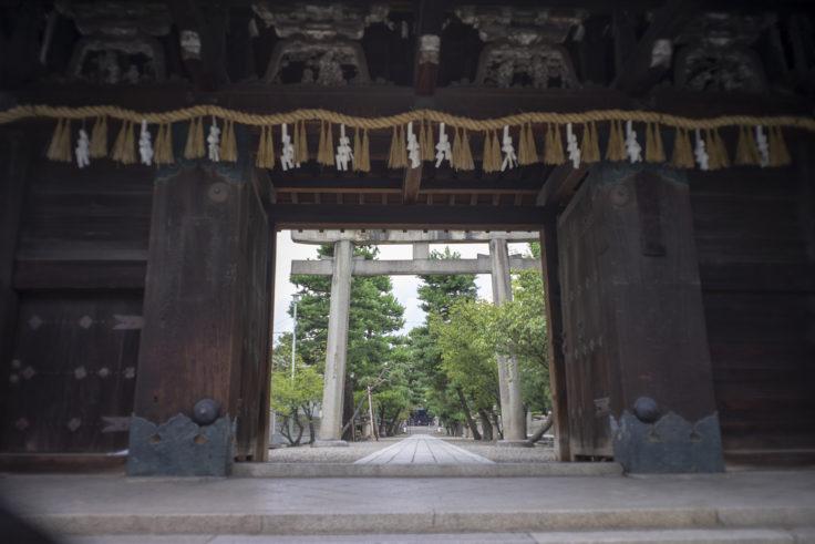 御香宮神社の門