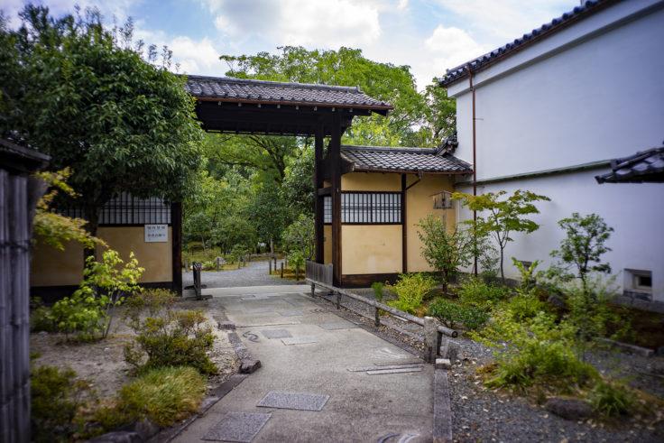 渉成園の入口2