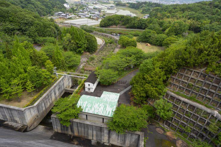 門入ダムから見た「花の広場」