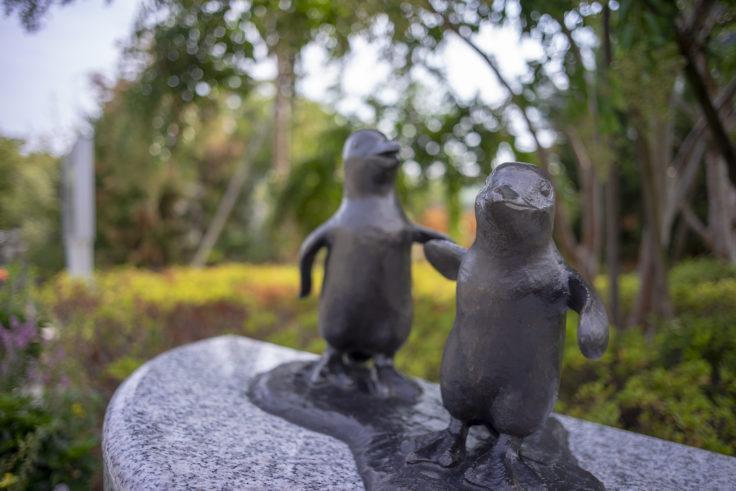 京都水族館前のペンギンオブジェ