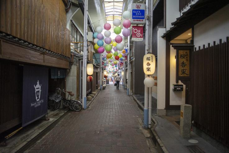 古川町商店街のアーケード内の様子