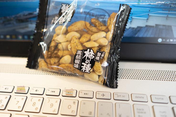 三幸製菓の柿の種黒胡椒