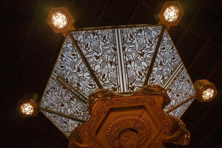 西本願寺阿弥陀堂内部の灯り