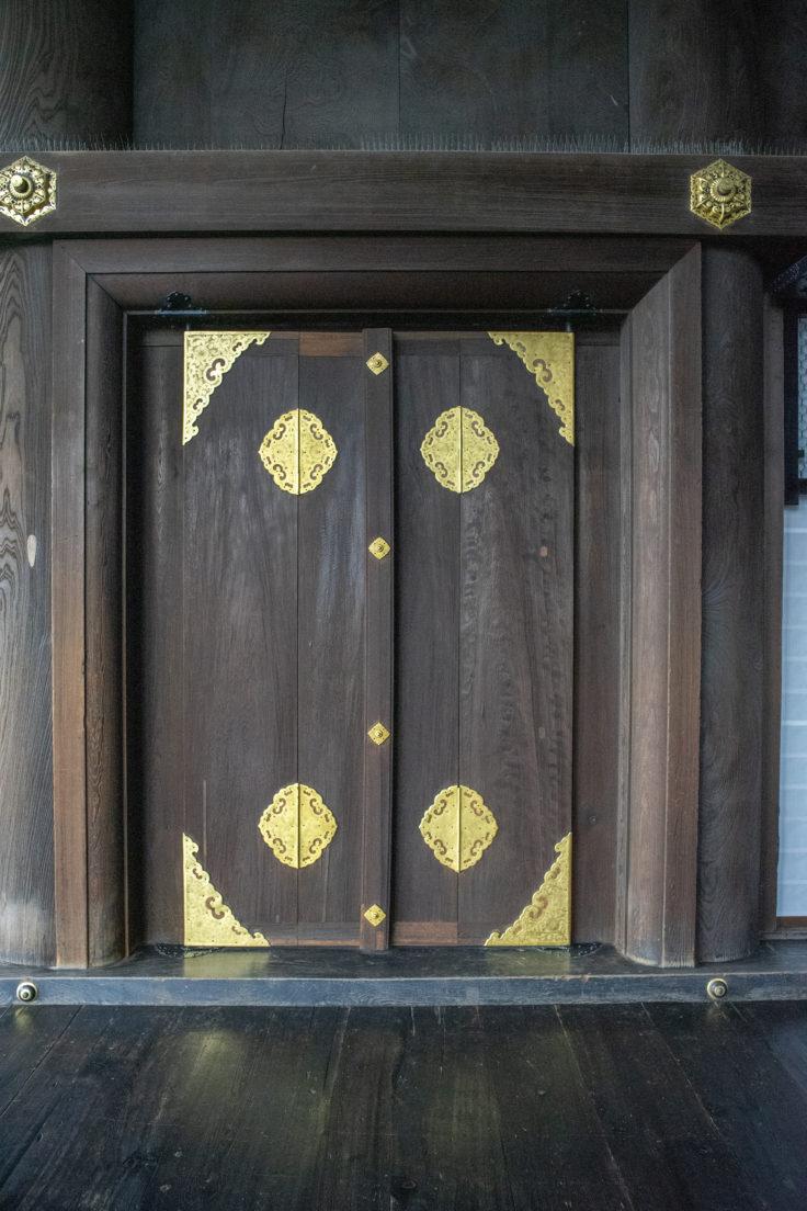 御影堂の扉