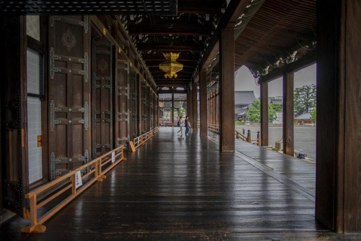 御影堂の廊下