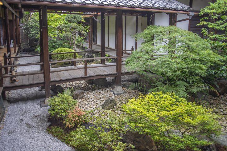 観智院書院の前の庭