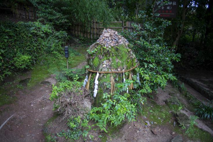 宇治上神社の巨石