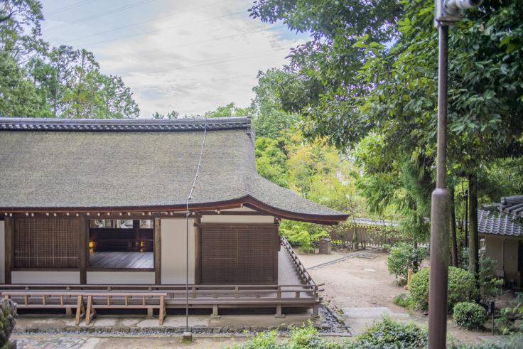宇治上神社の拝殿裏