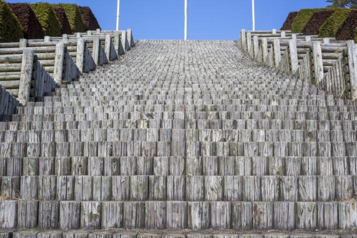 イルローザの森木の階段