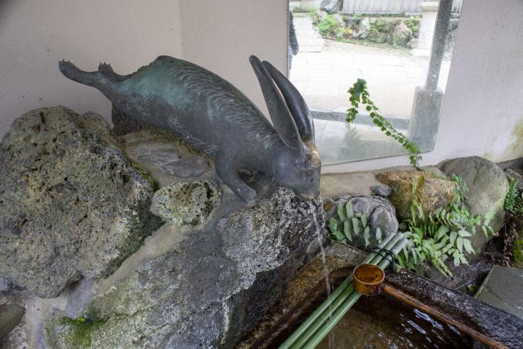 宇治上神社のウサギの手水