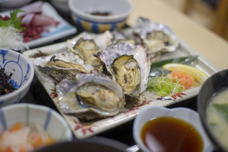 漁協食堂うずしおの牡蠣焼き定食