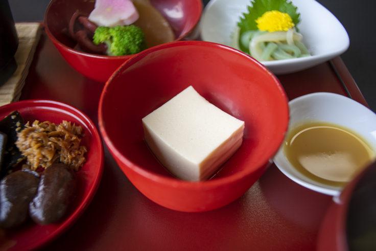延暦寺会館の精進料理ごま豆腐