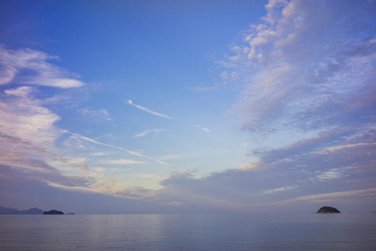 津田の青い空と海
