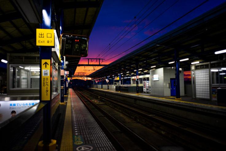 坂出駅プラットホームでの夕焼け