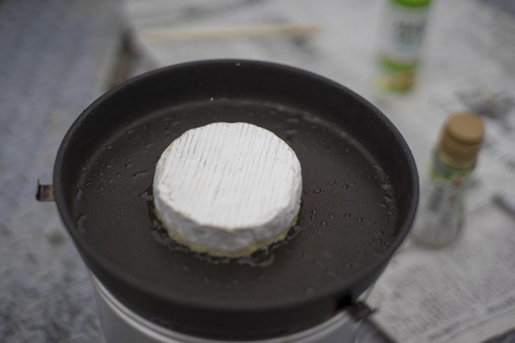 トランギアストームクッカーでカマンベールを焼く