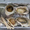 北灘漁業協同組合「さかな市」でサザエ、カキ、シロハマグリを焼いてもらう