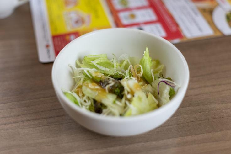 グラッチェガーデンズピッツァ食べ放題のサラダ