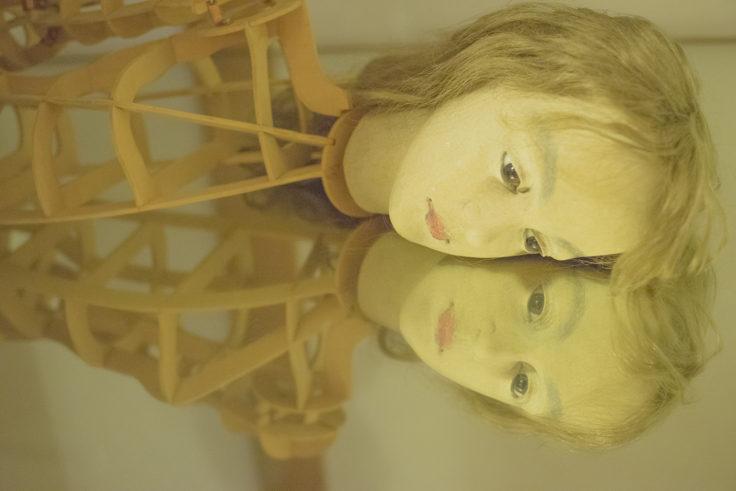 四谷シモン女の子の人形