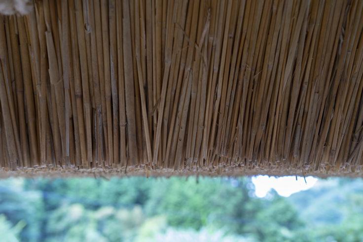 細川家住宅の茅葺の屋根