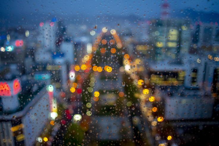 さっぽろテレビ塔から雨の大通り公園