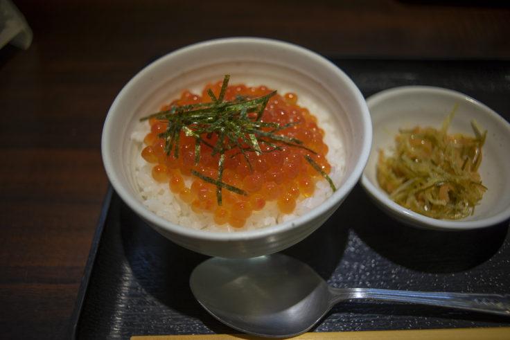 味処にっかいのイクラ丼ハーフサイズ
