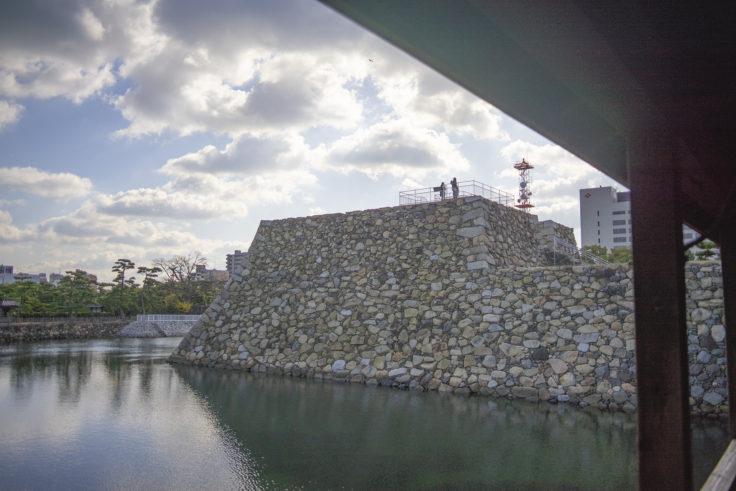 復元された高松城天守閣の石垣