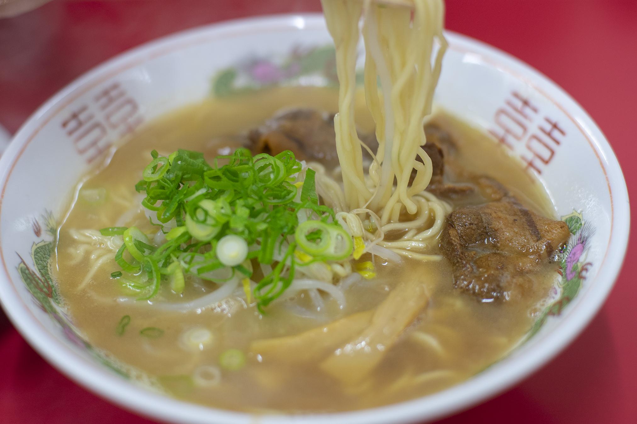 徳島県「めん八」の中華そばと餃子、焼きめし