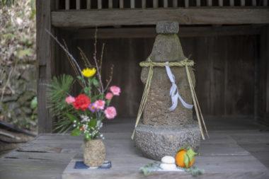 四国村茶堂の流政之氏の仏像