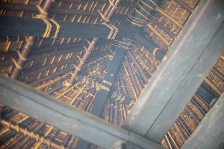 四国村燻された天井