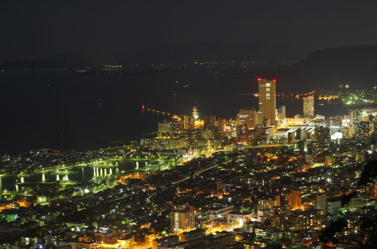 峰山展望台から見た高松シンボルタワー