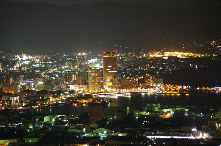屋島から見た高松シンボルタワー望遠