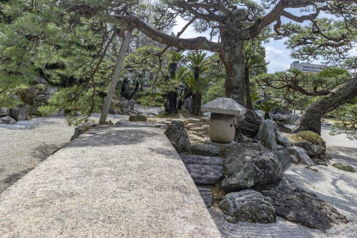 旧徳島城表御殿枯山水庭園の切石橋