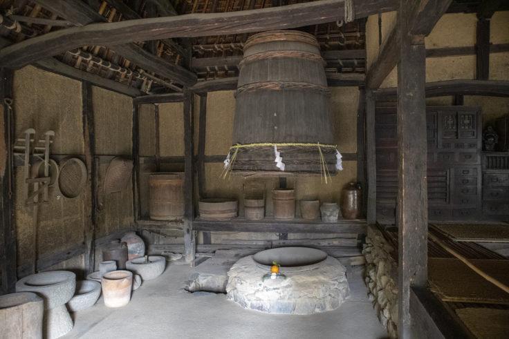 旧河野家の楮蒸しの桶