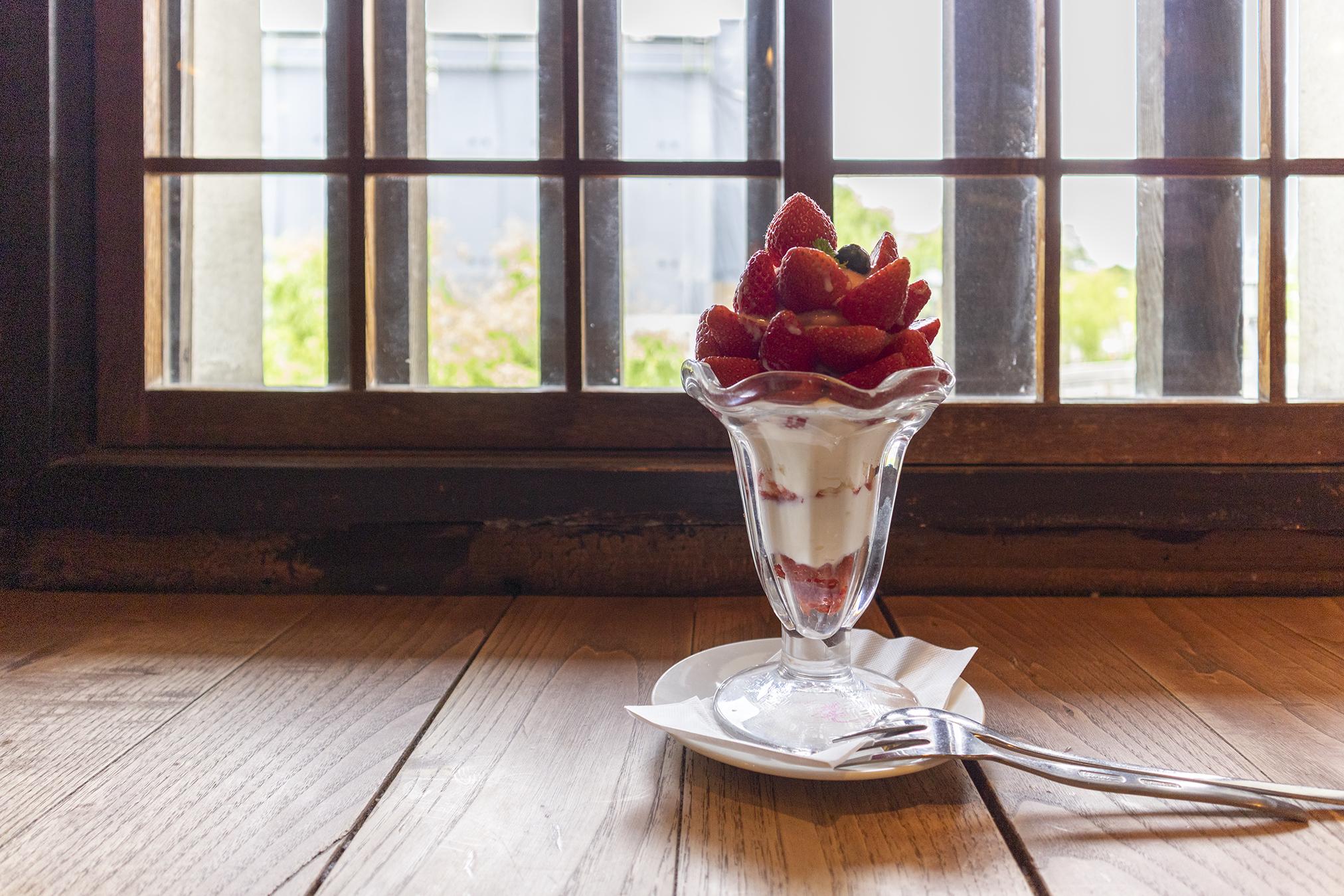 「くらしき桃子」総本店でSNS映え「いちごパフェ」を食べてきた。