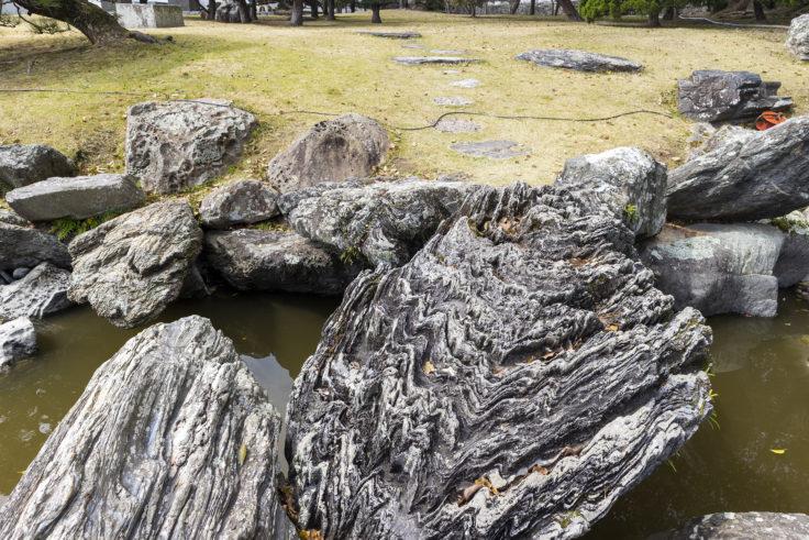 旧徳島城表御殿心字池の石2
