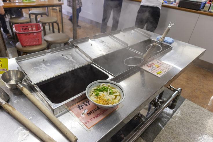 竹清の湯切りと出汁コーナー