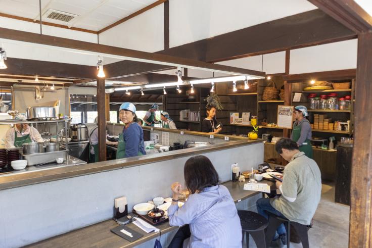 豊島の島キッチン店内