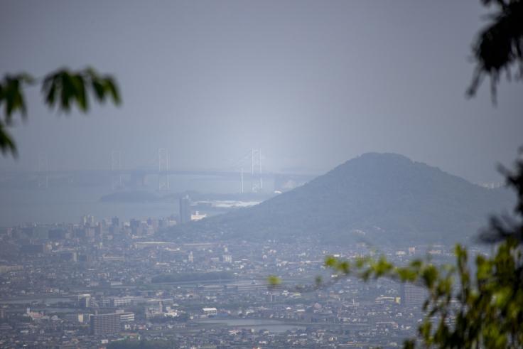 奥社から見た瀬戸大橋