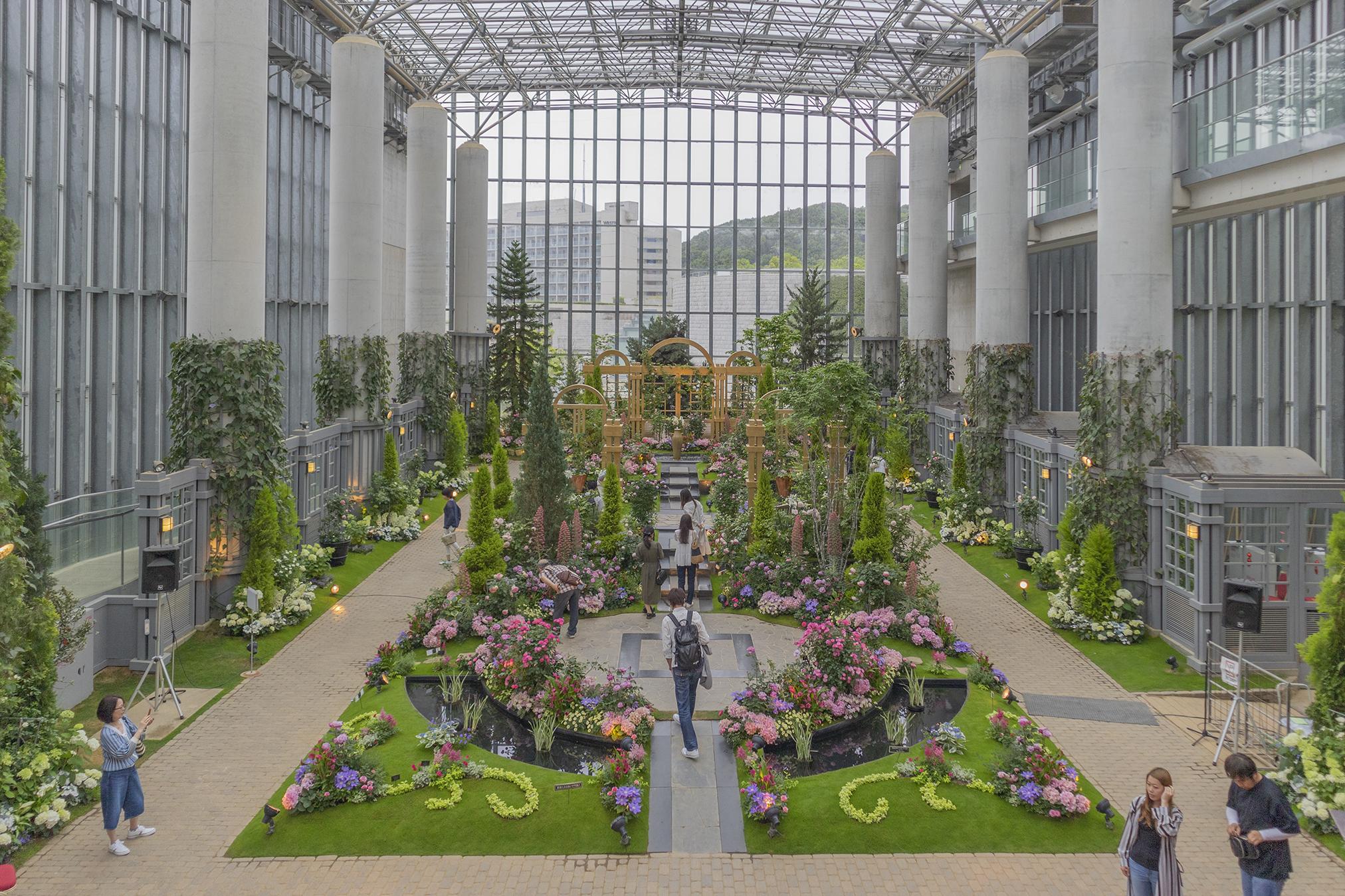 淡路島夢舞台「百段苑」と温室「奇跡の星の植物館」