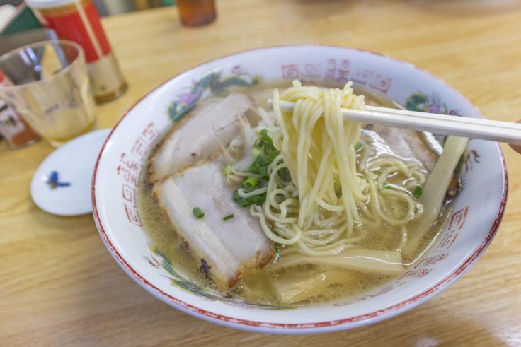 中華そば波のチャーシュー麺リフトアップ
