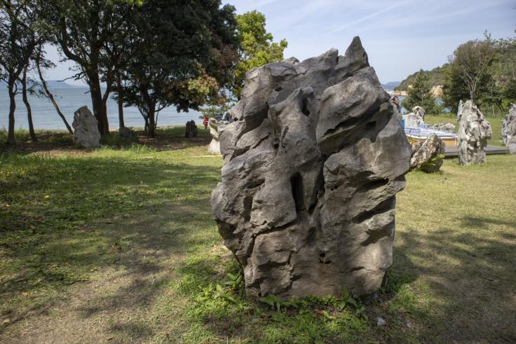 「文化大混浴 直島のためのプロジェクト」蔡國強石のオブジェ