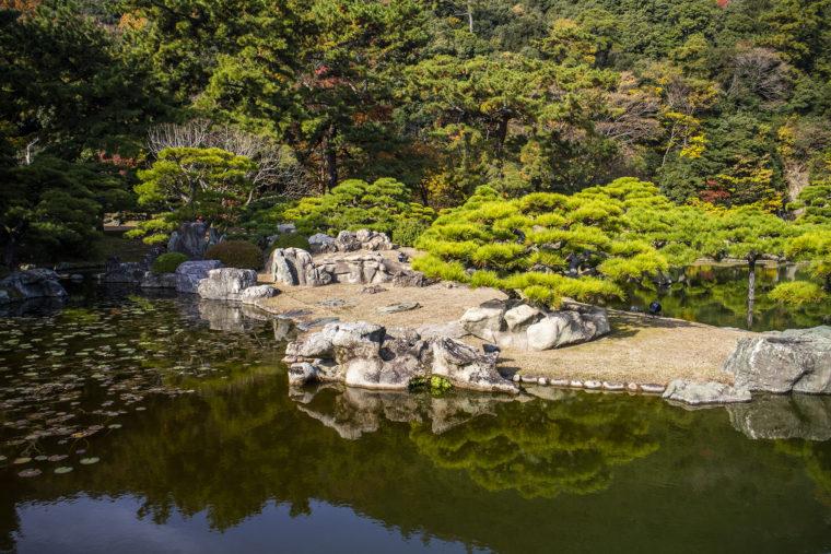 涵翠池の石組み