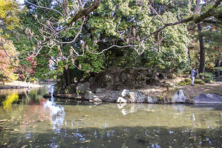 西湖から見た会僊巖