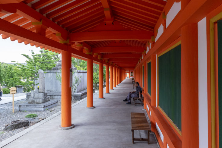 三十三間堂の朱塗の回廊