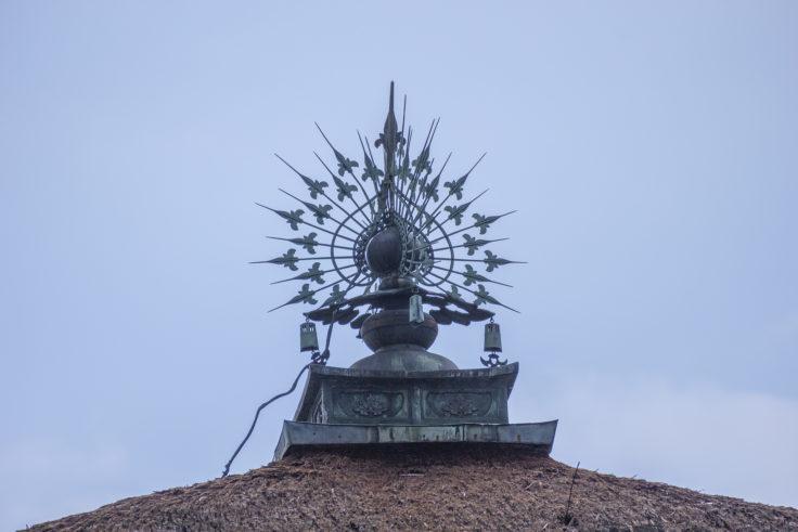 仁和寺霊明殿の屋根上