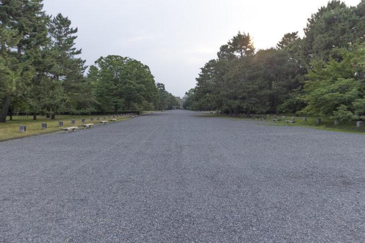京都御苑砂利の通路