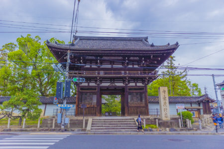 広隆寺楼門正面