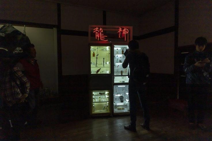 「孤独な龍神自動販売機」森山泰地